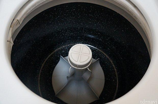珍しい(?)縦型の洗濯機。