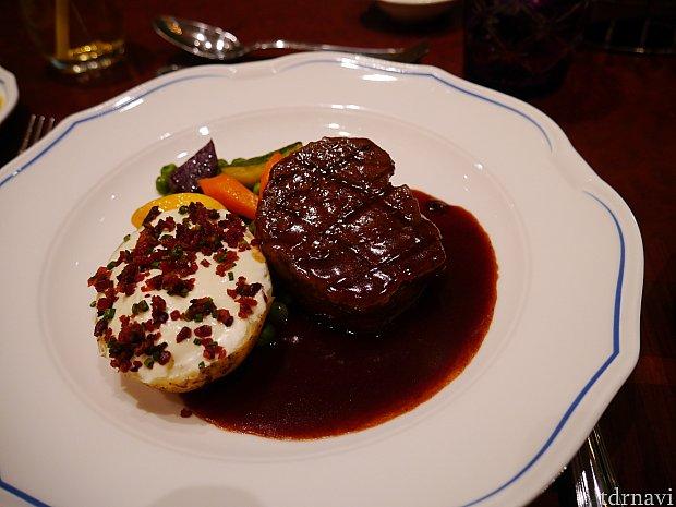 メイン②グリルビーフステーキ  これも私は食べてないですが、美味しかったようです。