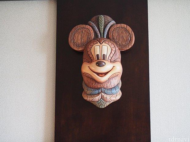 ミッキーの木彫り!精巧です。