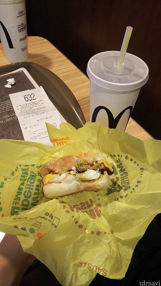 朝マックは変わらない味。値段は日本より高め。