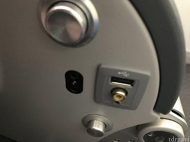 ボーイング787の機材で、スカイWIFI機能はありませんでしたが、USBポートがあり便利でした!