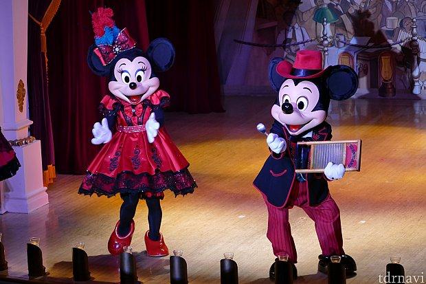 ここでミッキーの登場!ミニーちゃんのダンスを盛り上げてくれます!