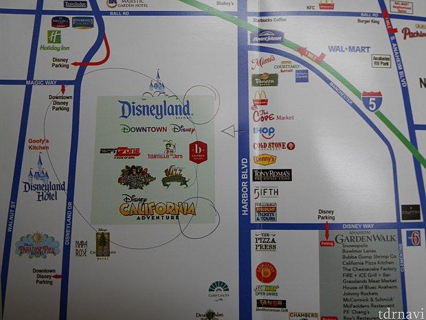 チェックイン時にもらったざっくりとしたマップ。マップを見ながらいろいろ説明してくれました。ホテルはマックの隣りです。パークのセキュリティーゲートまでは信号に捕まらなければ、歩いて6分くらい。矢印が書かれているIHOPのあたりらへんに、パークのセキュリティーに続く道があります。