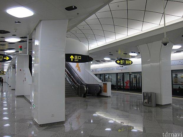新しい駅なのできれいな駅です。