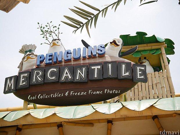 看板にはペンギンズがいます。マダガスカル2でペンギンズたちが人間を襲うときのかっこう(笑)