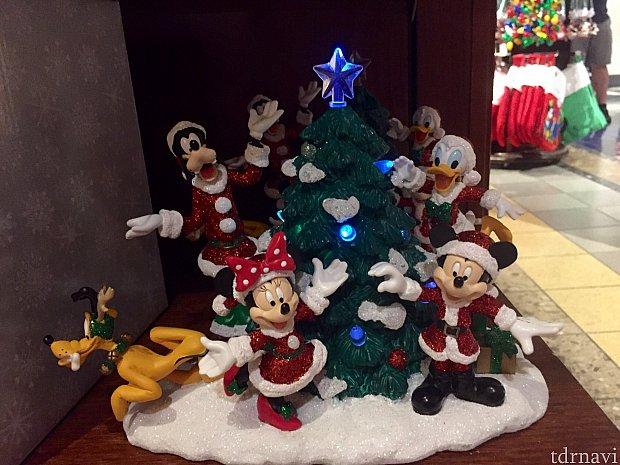 こちらのクリスマスフュギュアーはランプが点灯します。$49.99。