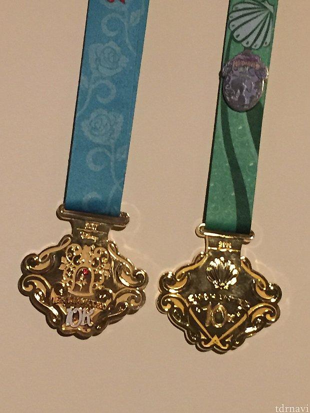 今年の10Kメダルと去年の10Kメダル。基本デザインは同じ。