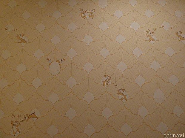 お部屋の壁紙の絵はチーデーの声が聞こえてきそう