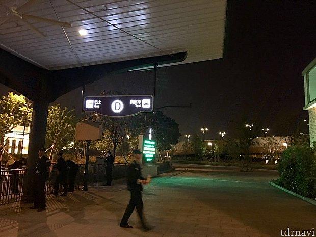 良く見るとタクシー乗り場と同じ場所。Dラインでした。