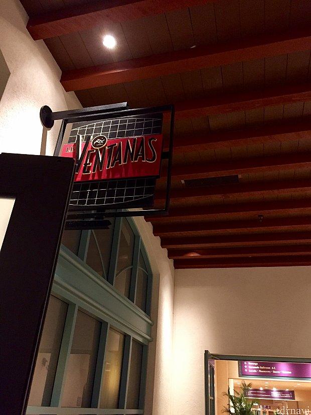 コンベンションセンターへ続く通路にあり、あまり目立たないレストラン入口。