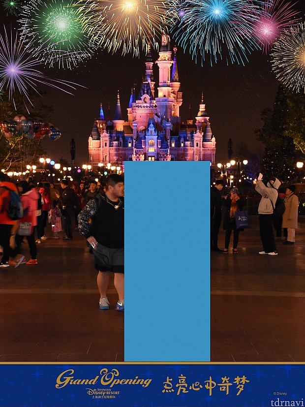 お城の前で撮ると花火のエフェクトが!