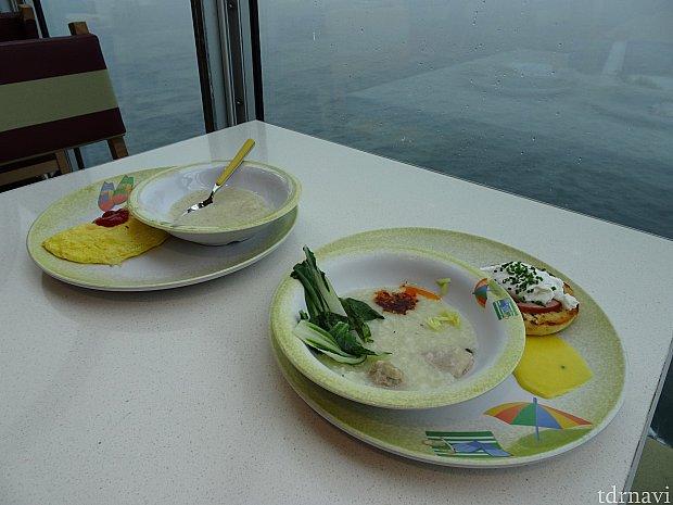 カバナでの朝食。前日ディナーでたらふく食べるので軽めに済ませました。おかゆとかオートミールとかお腹に優しい食べ物もあって小食一家には嬉しいです!