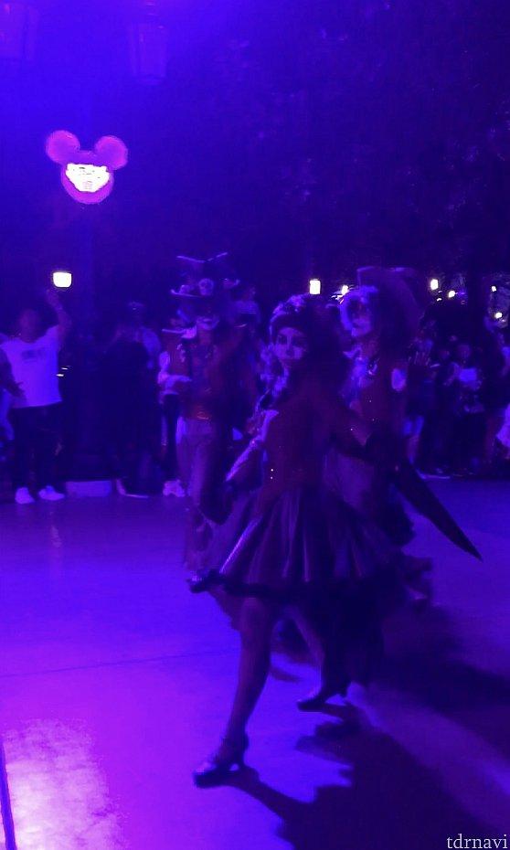 ファシリエフロートのダンサーさん達