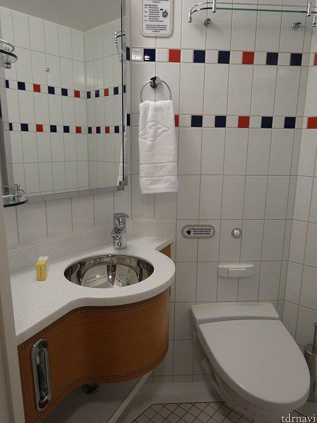 トイレとバスルームは別になっています。こちらはトイレです。