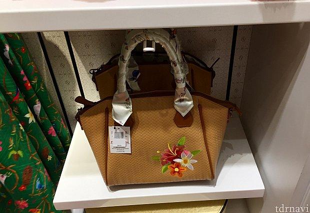 チキルームドレスにコーディネートできるバッグ。$88。