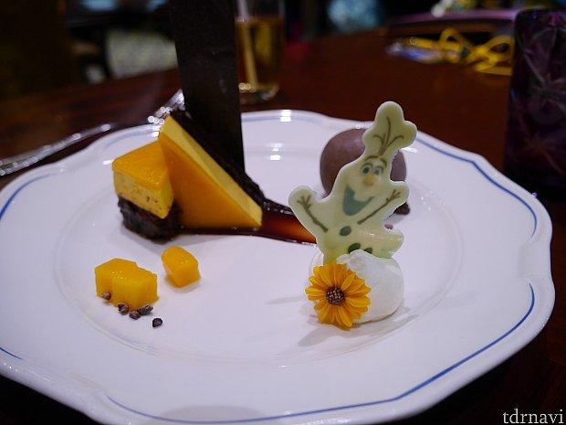 デザート②ソフトチョコレートブラウニーマンゴーソース