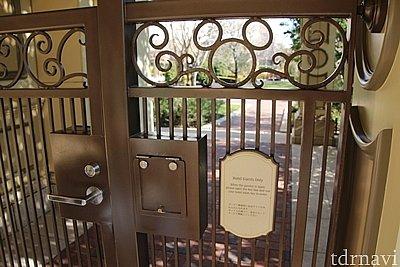 宿泊者専用のお庭入口。