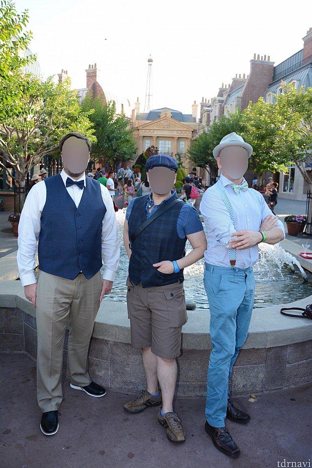 dapperしてきた友達だけでフランス館でポーズさせられてphotoパス撮影してもらいました。