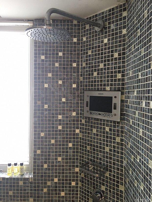 シャワーヘッドは固定式です。かつてテレビを見ることが出来たようです💦
