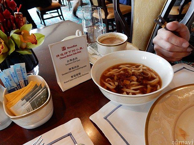 朝食の麺は3種類あり、テーブルでオーダーしたら持ってきてくださいました!