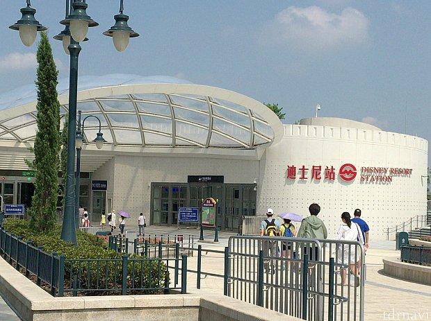 昼のディズニー駅