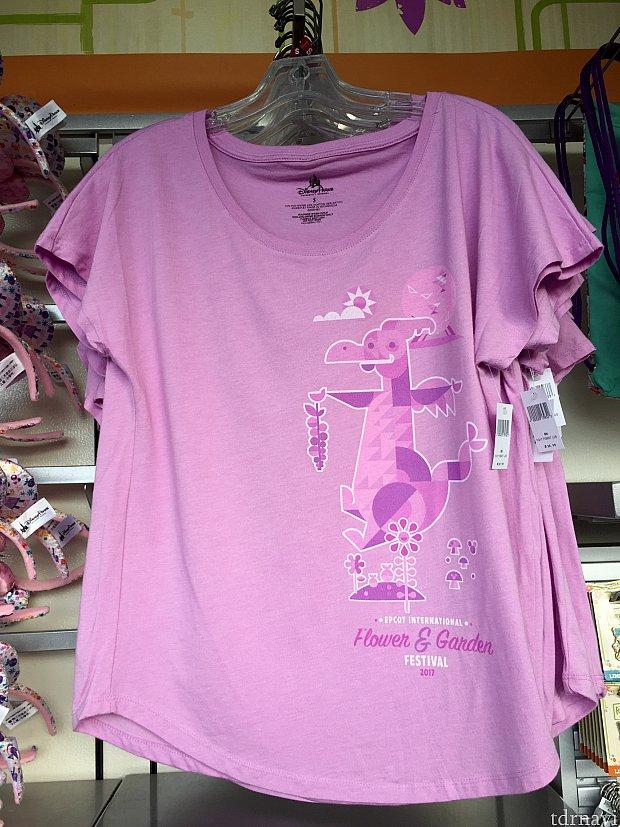ラベンダー色のピグメントのTシャツも可愛らしいです。お値段$32.99。