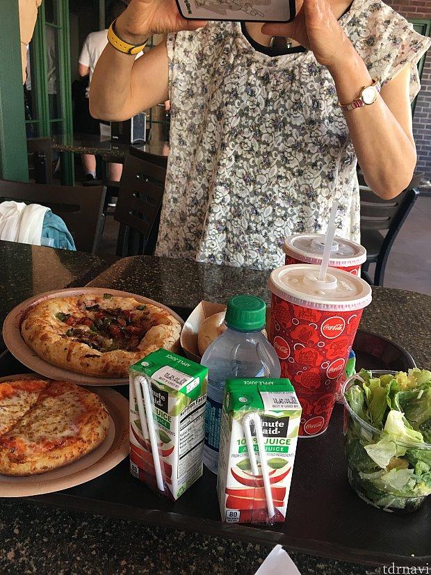 ジュースとサラダ