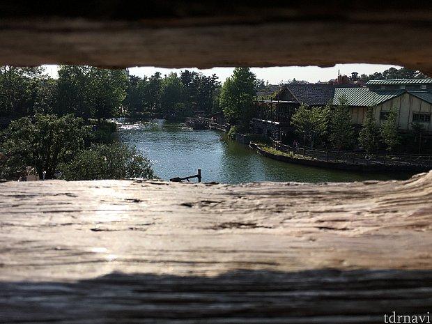 サムクレメンズ砦からキャンプ・ウッドチャック方向を覗き見!