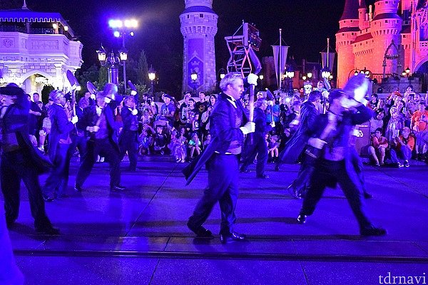 ブー・トゥー・ユー・パレード 火花が散っていました