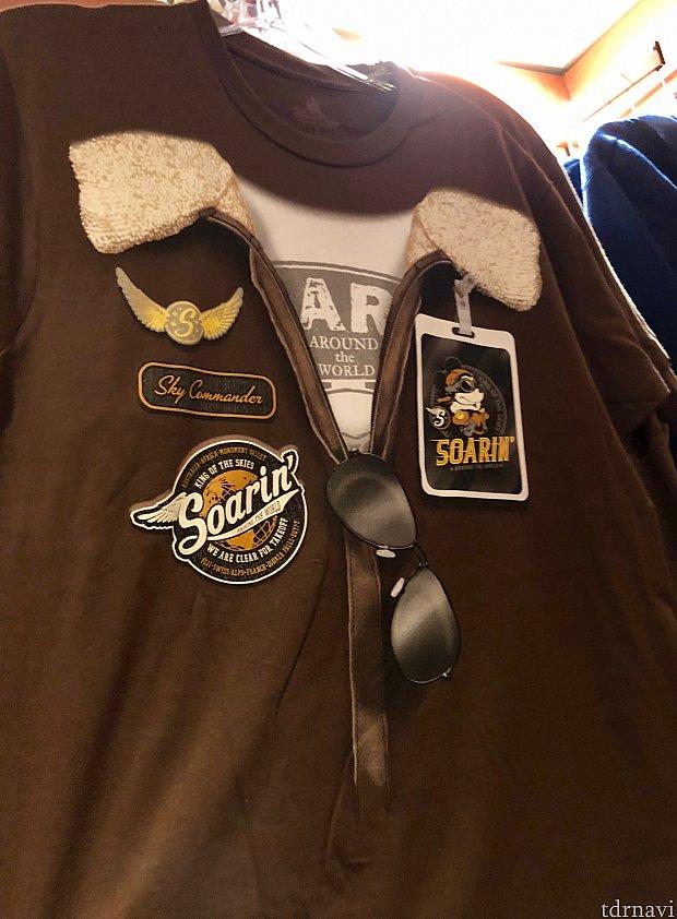 こちらも実はTシャツですが、一瞬パイロットジャケットを着ているみたいなデザイン。サングラスはプリント、襟元は実際にぼわぼわが付いています。$29.99