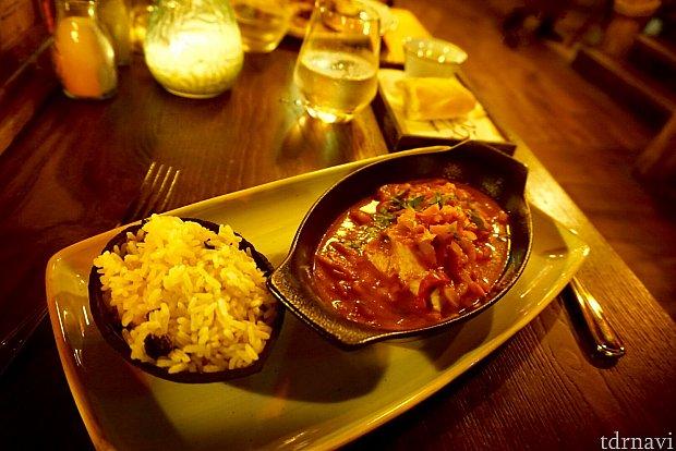 僕が注文したメインディッシュは、マヒマヒという白見魚のステーキ。ステーキというより、シチューといった感じ。美味しかったですが、魚ちっちゃ。(笑)ちょっと前菜のスープと似すぎていて残念。写真に撮るのを忘れたようですが、前菜のシーフードトマトスープがかなり美味しかったです。