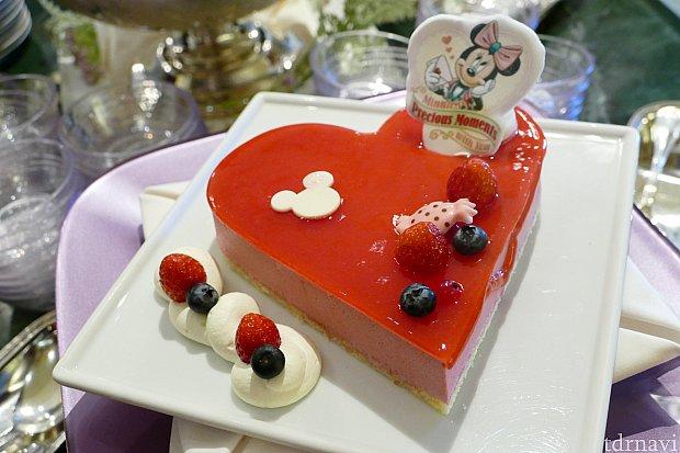 ラズベリームース 可愛いハート型のムースケーキはとるのがもったいない!笑 みんなたくさん写真を撮ってました✨