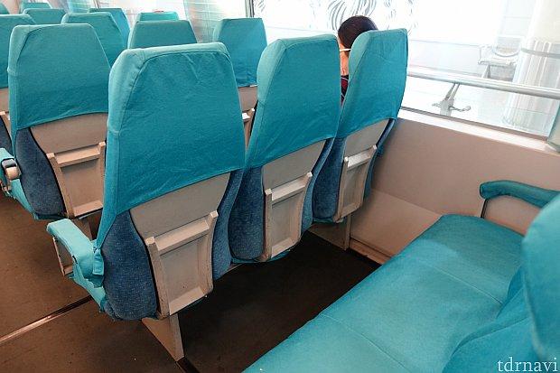 100Lの大型スーツケースでも座席前に入る広さでした。