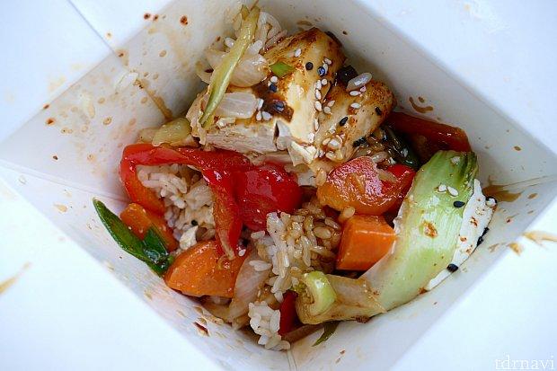 お野菜たっぷりです〜!でも最後はお肉が食べたくなったのでやっぱり鶏肉+コリアンスパイシーが一番の組み合わせでした!