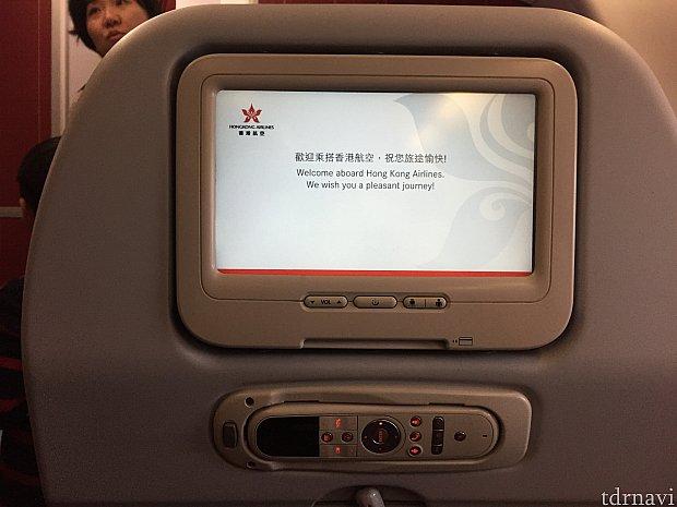 座席にテレビモニターが!ファインディングドリーやアナと雪の女王が入っていました😇もちろん日本語吹替ありです
