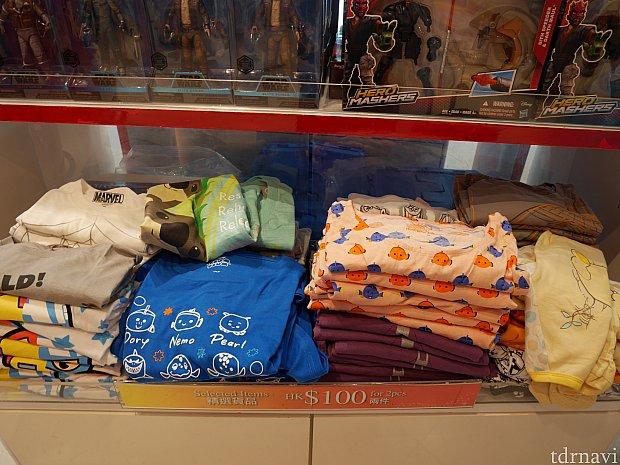 【第2ターミナル(大)】2枚で100HKドルのTシャツたち。ニモ系が多い!