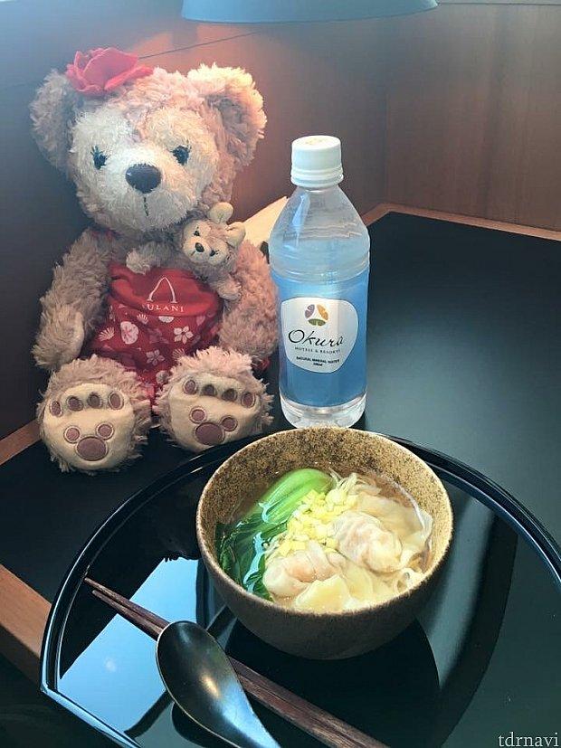 今回は雲呑麺を食べました(^o^)塩味が効いて美味しいです(^o^)