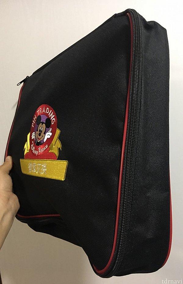 バッグのマチはこんな感じ。パソコンバッグみたいですね。