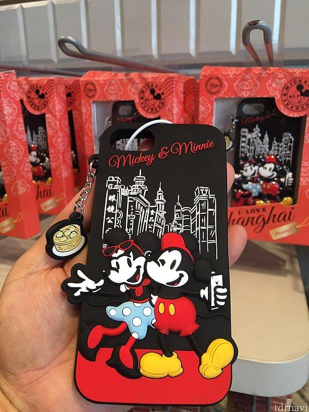ディズニーストア上海限定のiPhoneケース。小籠包のキーホルダーが可愛いですね!
