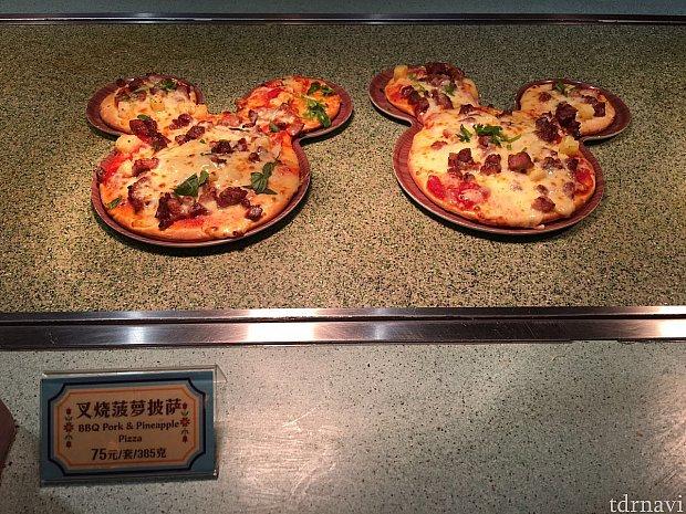 ポークとパイナップルのピザ。