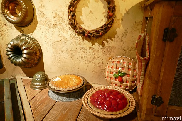 店内にお菓子作りの道具やパイが置かれてるエリア。このレストランには座った人にしかわからない見逃しがちな装飾が多いんです。これがグランマサラの魅力のひとつ。