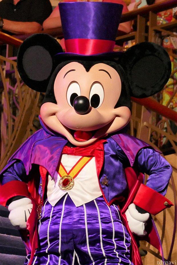 まずはミッキーのマウスカレードパーティー!