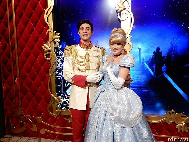 シンデレラと「Prince Charming」です。ペアグリーティングはうれしいですね。
