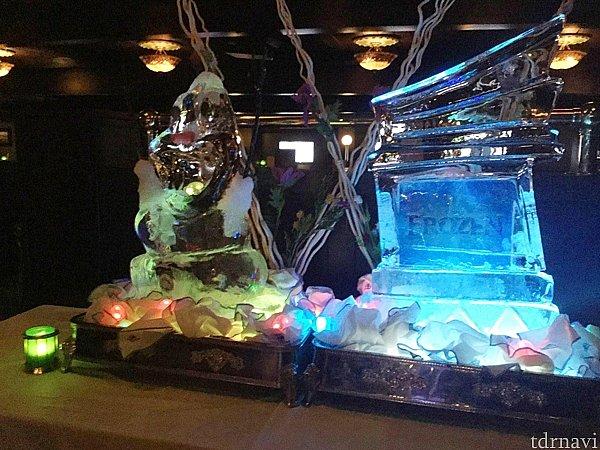 アナ雪のデッキショーが開催された日はこんな氷細工が。