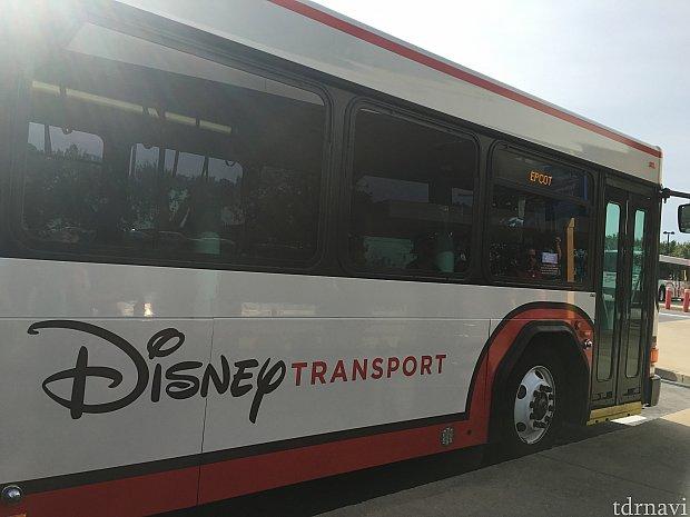 このバスに乗ります♪♪