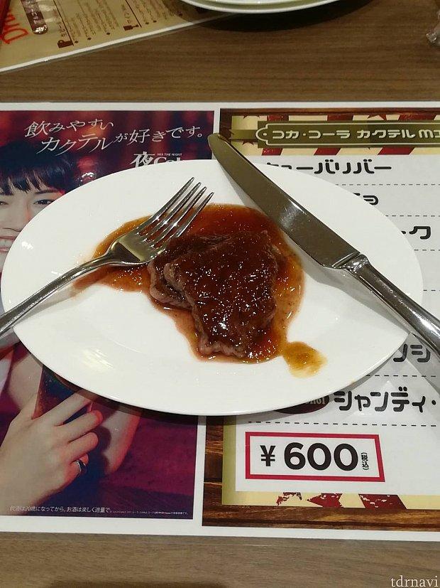 ザブトンのステーキ・ステーキソース(おそらく玉ねぎ) 肉!!って感じで美味しかった。