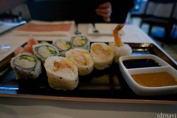 日本人には嬉しいお寿司。