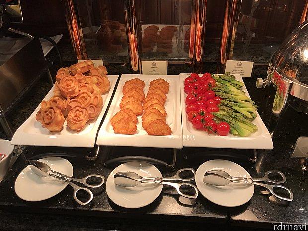 朝食です。ワッフルは機械があり、焼いて食べたかったのですが、ラウンジの方に焼いてあるこれからどうぞと言われました笑笑。。