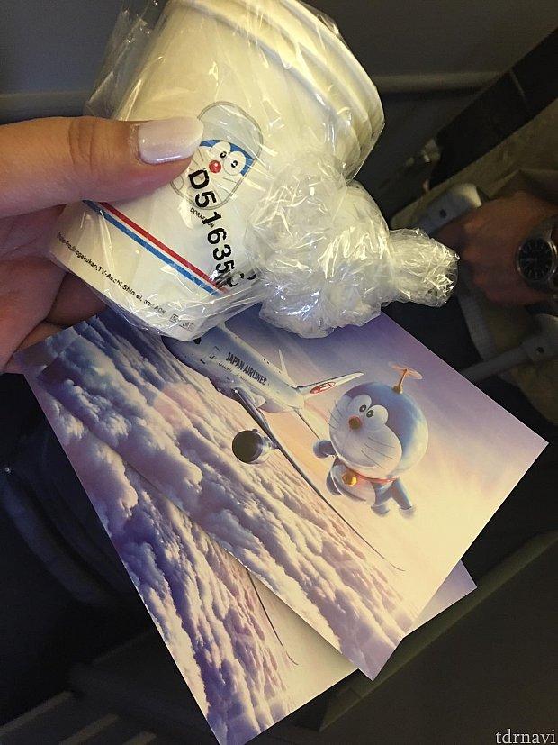 ドラえもんJETの絵葉書と紙コップを貰えました(^o^)