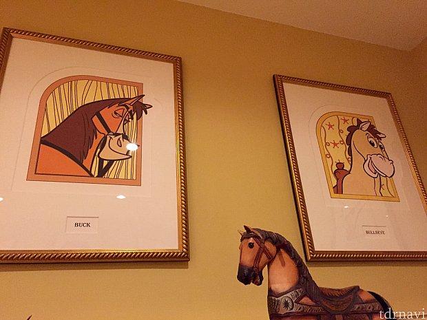 そしてロビーにはディズニー映画作品に登場した、馬のキャラクターが飾られていました。